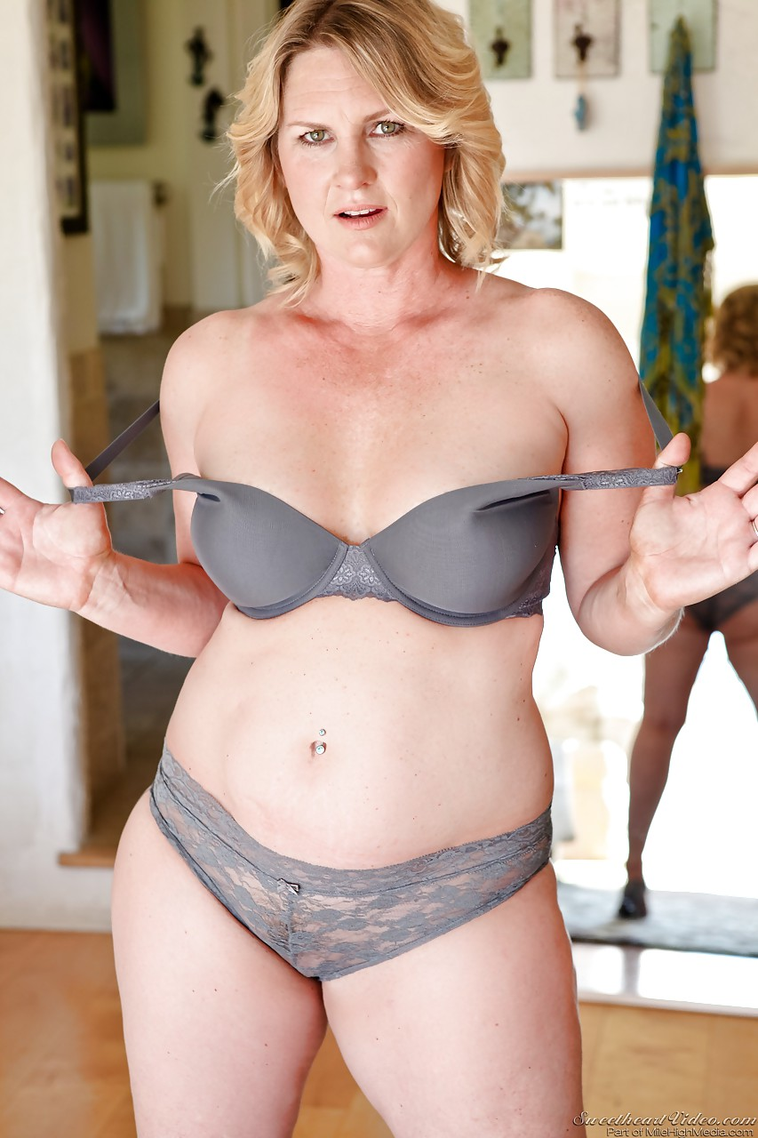 mature nude middle aged babes
